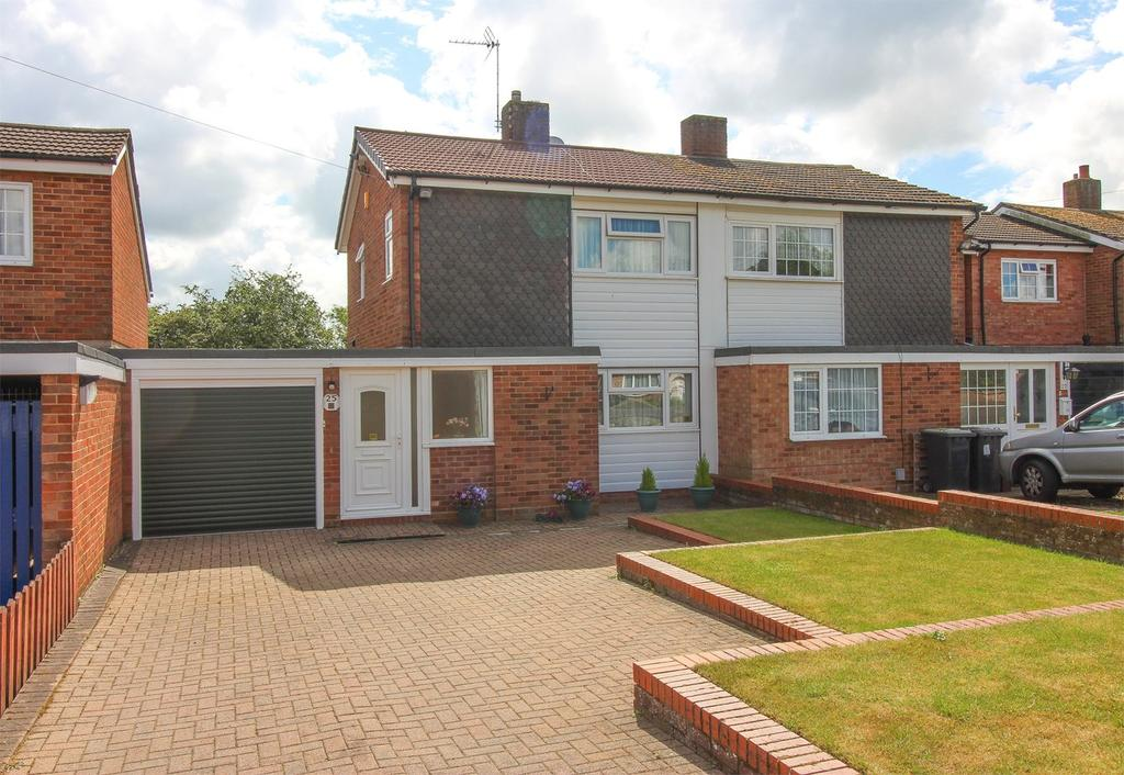 3 Bedrooms Semi Detached House for sale in Hitchin Lane, Clifton, Shefford, SG17