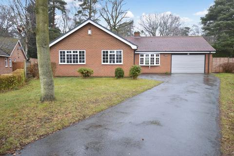 3 bedroom bungalow for sale - 5 Oak Close, Woodhall Spa