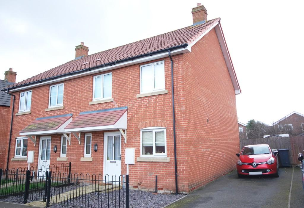 3 Bedrooms Semi Detached House for sale in Louth, Dales Way
