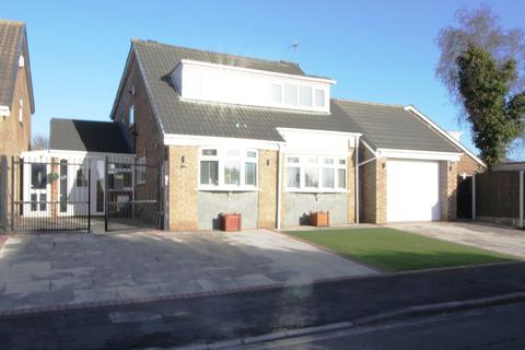 3 bedroom detached house for sale - East Meade