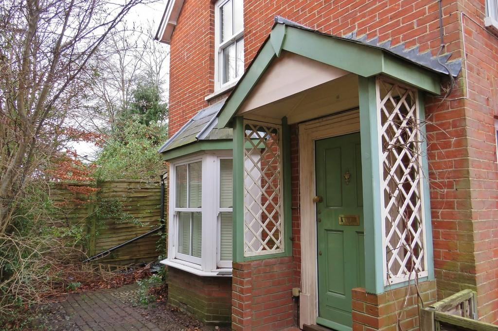 2 Bedrooms Cottage House for sale in West Green, Crawley, RH11