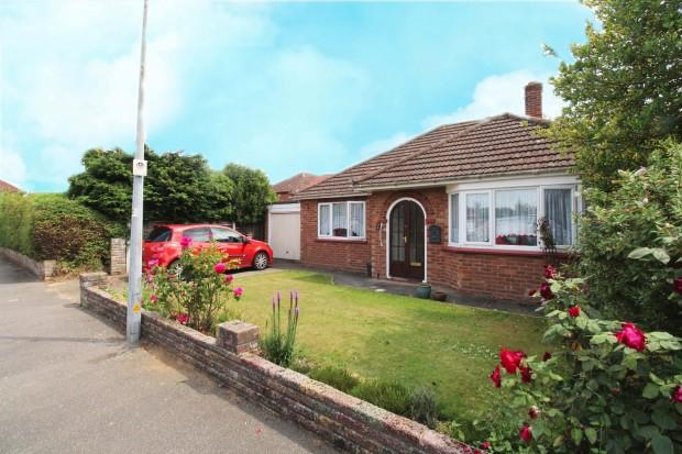 2 Bedrooms Bungalow for sale in Magazine Farm Way, Colchester , CO3