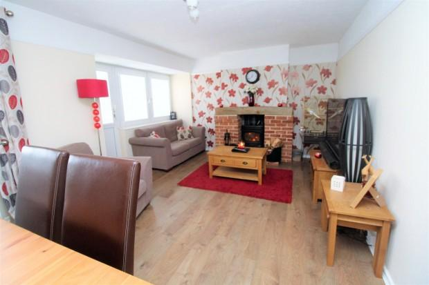 3 Bedrooms Semi Detached House for sale in Walnut Tree Way, Colchester , CO2