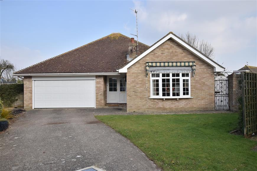 4 Bedrooms Bungalow for sale in Windlesham Gardens, East Preston, West Sussex
