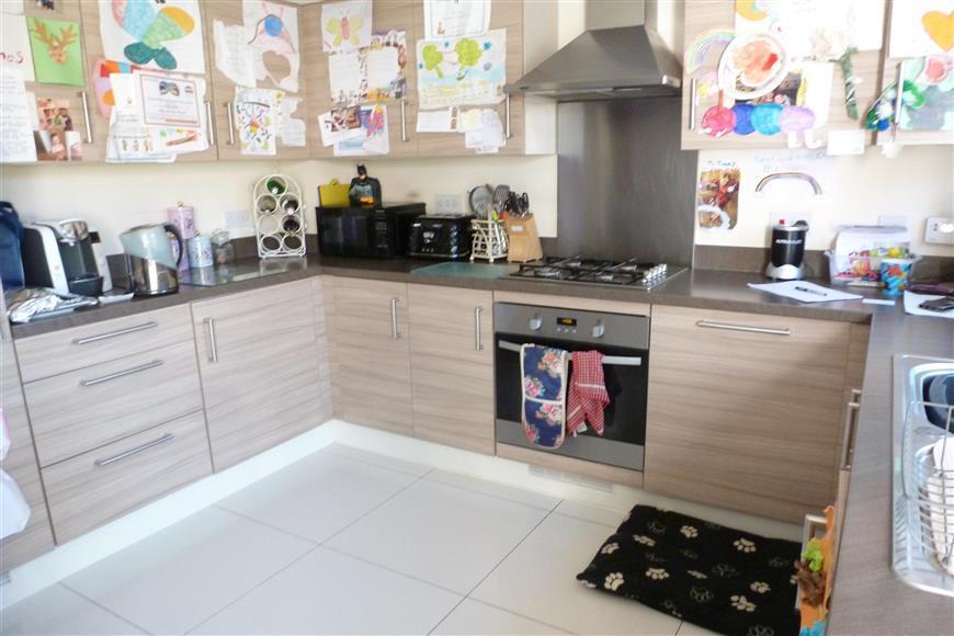 3 Bedrooms Semi Detached House for sale in Sloe Gardens, Bognor Regis, West Sussex