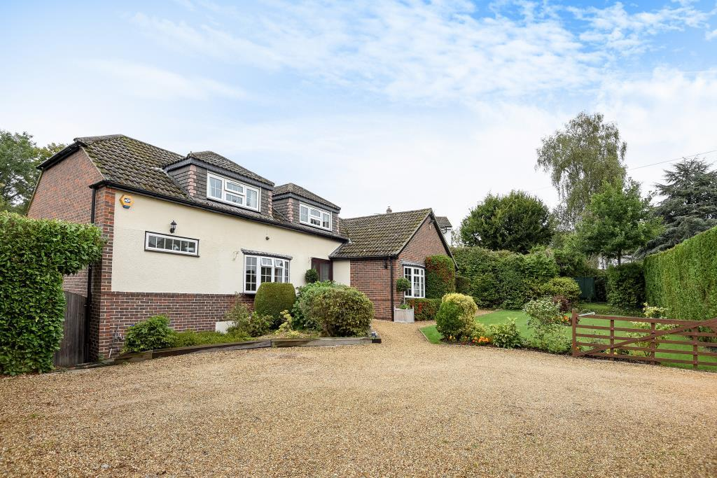 4 Bedrooms Detached Bungalow for sale in The Avenue, Mortimer Common, RG7