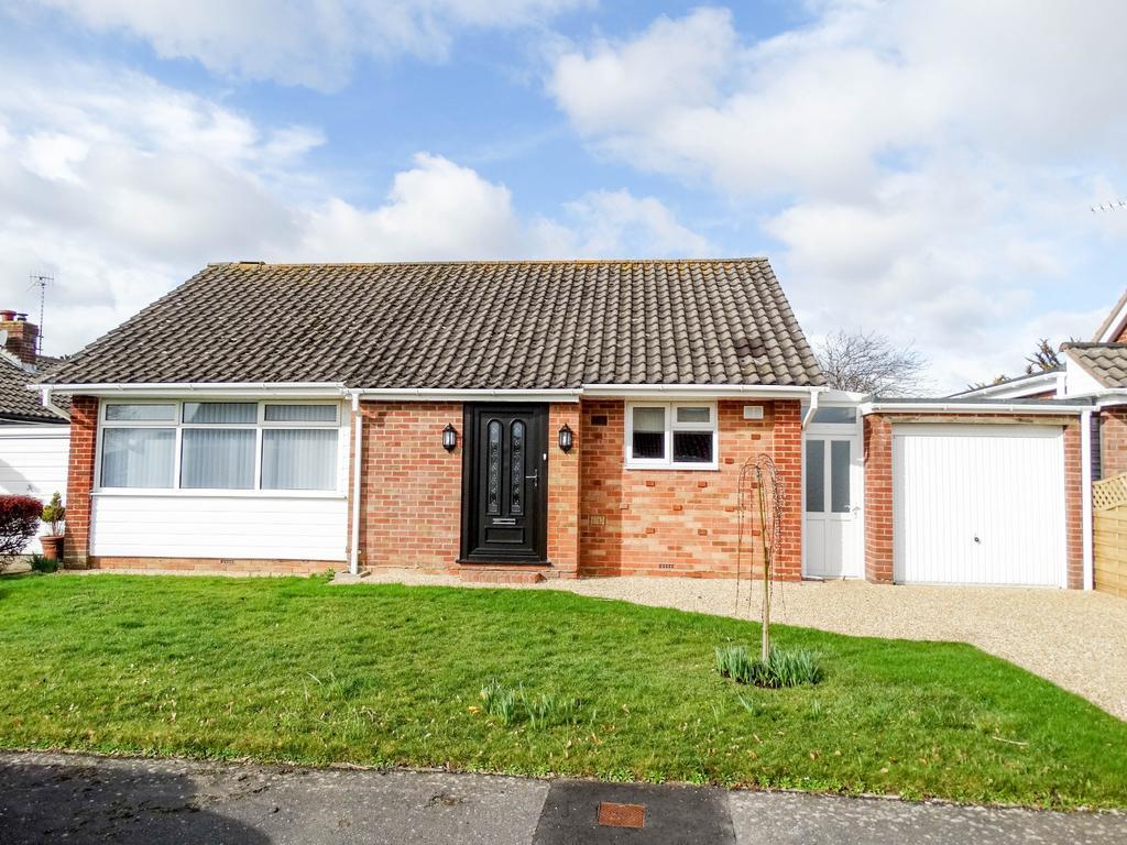 2 Bedrooms Detached Bungalow for sale in West Meads, Bognor Regis
