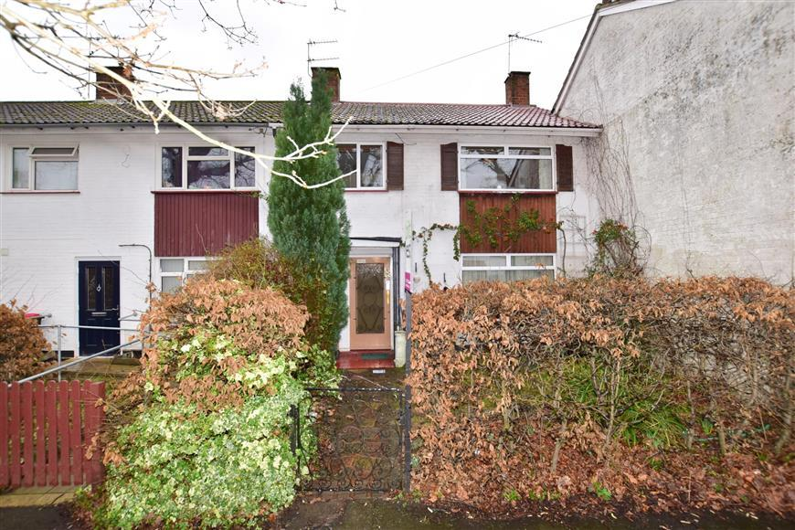 3 Bedrooms Terraced House for sale in Pond Wood Road, Three Bridges, Crawley, West Sussex