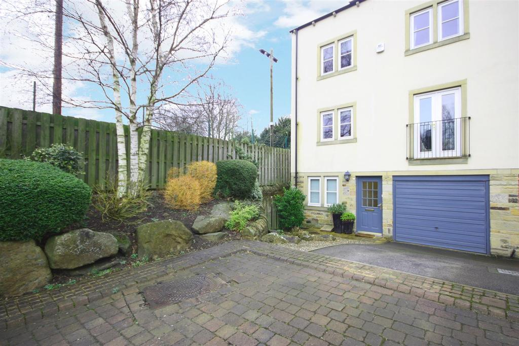 5 Bedrooms House for sale in Grove Mill Court, Otley