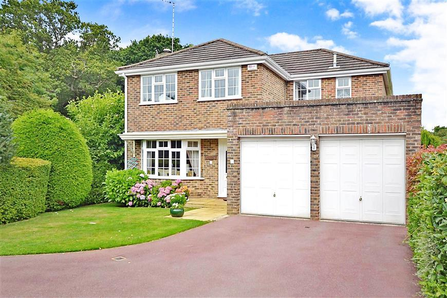 4 Bedrooms Detached House for sale in Heather Close, Waterlooville, Hampshire