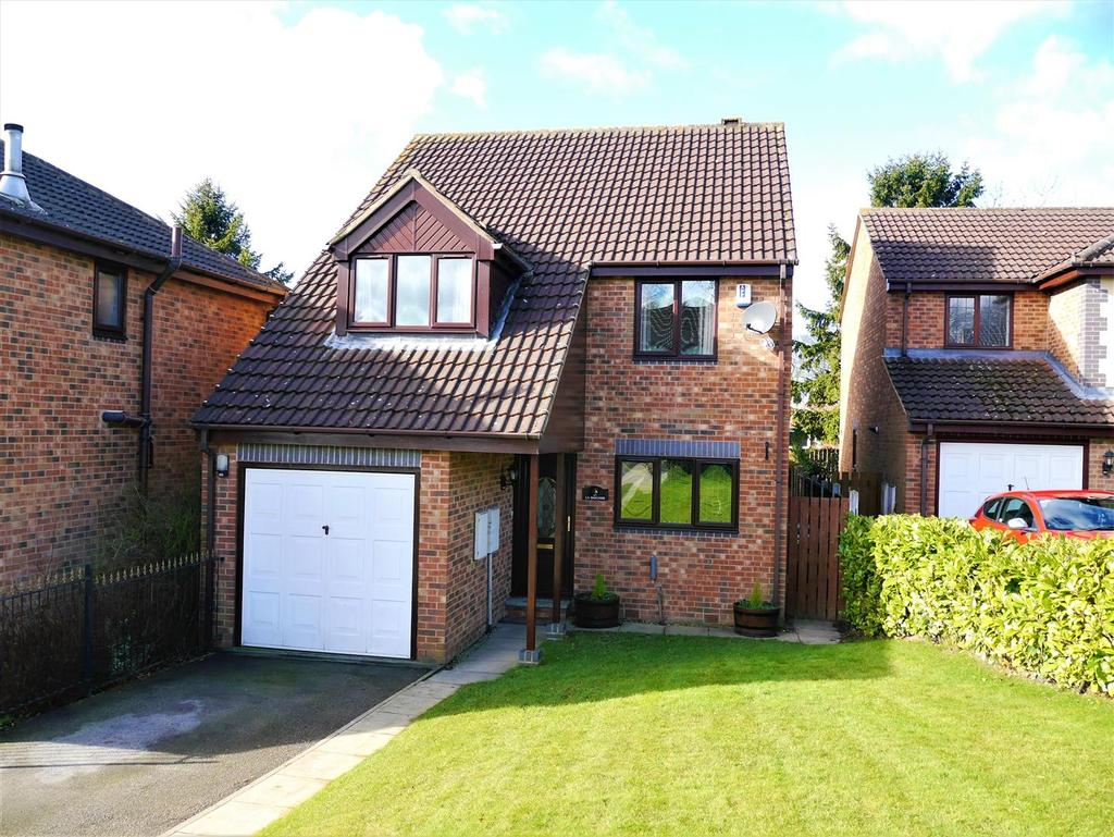 4 Bedrooms Detached House for sale in Southcroft Avenue, Birkenshaw, BD11 2DD