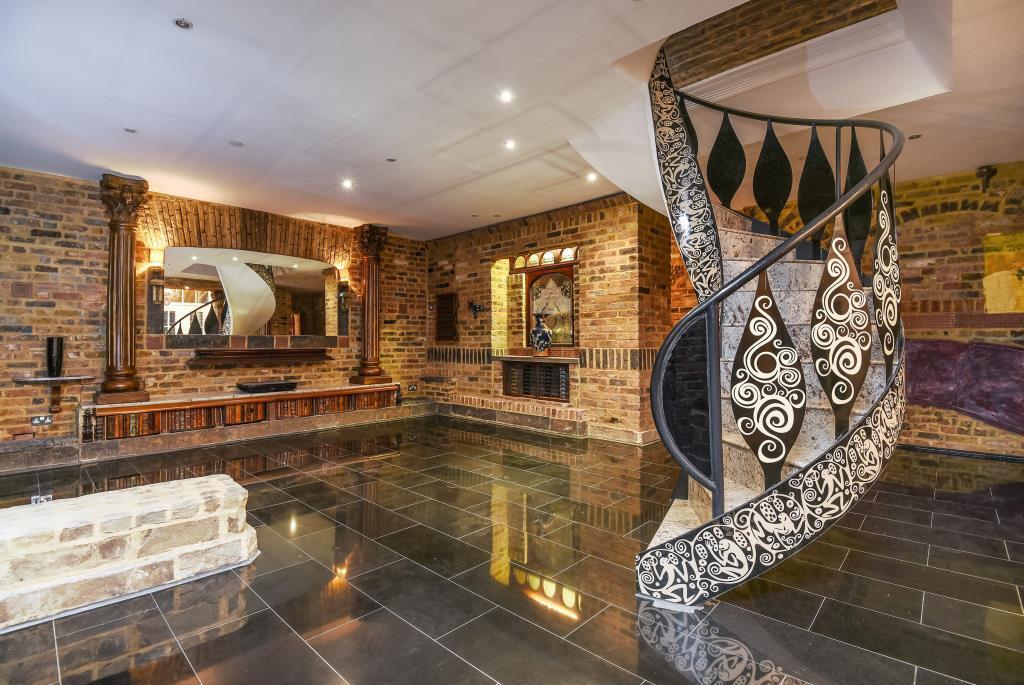 3 Bedrooms Flat for sale in Princess Park Manor,, Friern Barnet, London, N11, N11