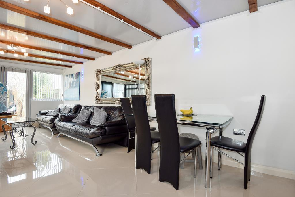 2 Bedrooms Flat for sale in Slough, Berkshire, SL2, SL2