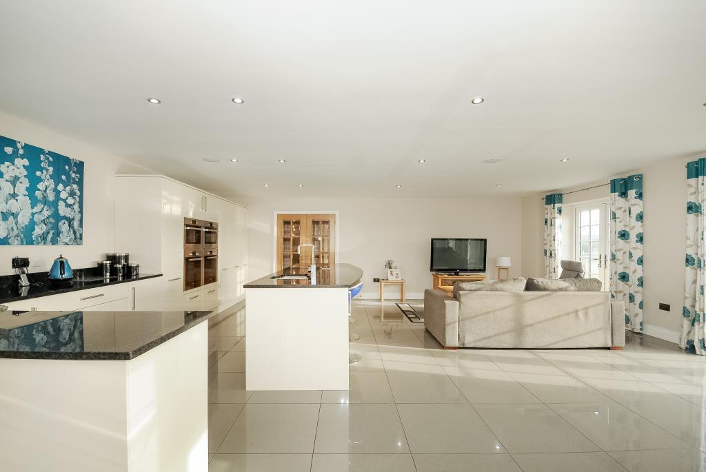 5 Bedrooms Detached House for sale in Chobham, Surrey, GU24