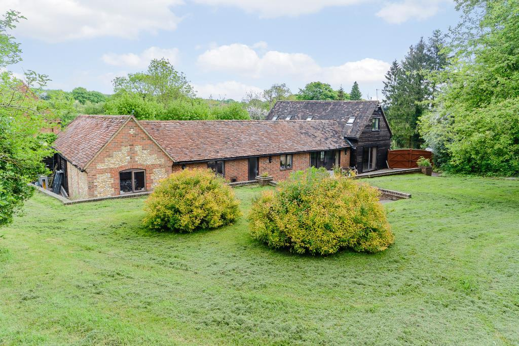 5 Bedrooms Detached House for sale in Lee Gate Barn, Great Missenden, HP16