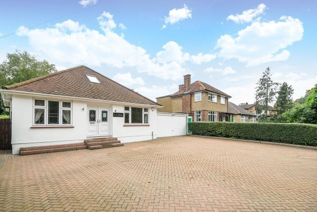 4 Bedrooms Detached Bungalow for sale in Stanmore, Middlesex, HA7