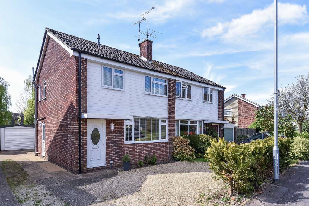3 Bedrooms House for sale in Meadow Way, Wokingham, RG41