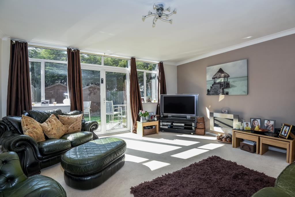 3 Bedrooms House for sale in Gleneagles Close, Staines-Upon-Thames, TW19