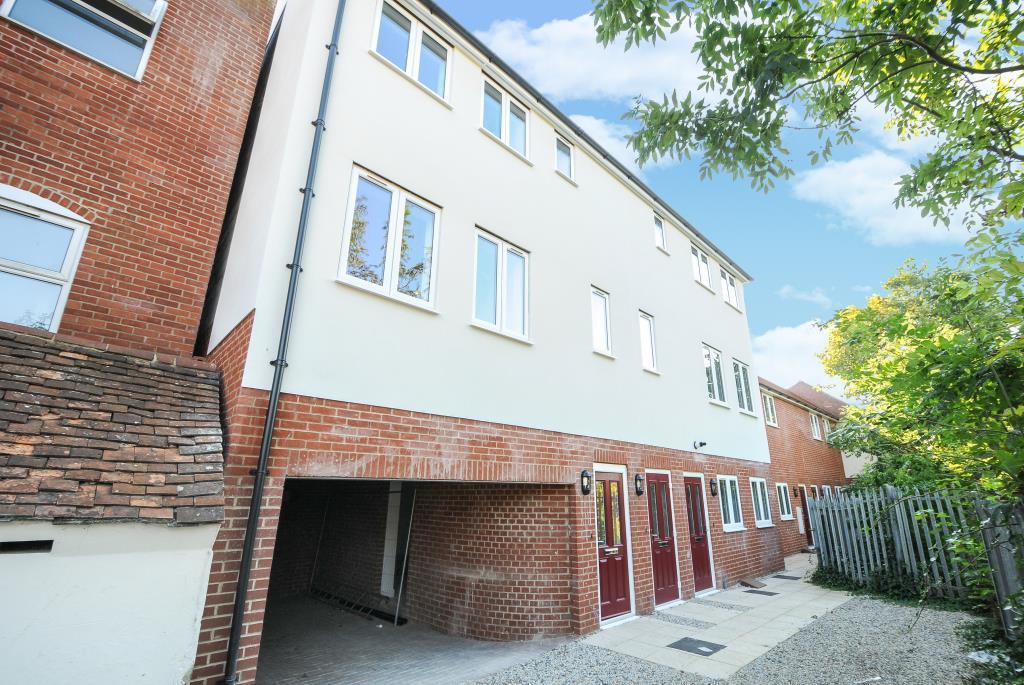 2 Bedrooms Flat for sale in Newbury, Berkshire, RG14