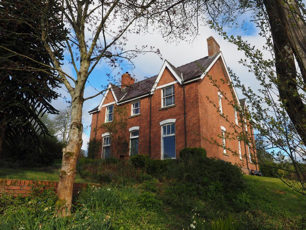 6 Bedrooms Detached House for sale in AbbeyCwmHir, Llandrindod Wells, LD1