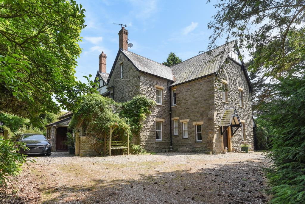 5 Bedrooms Detached House for sale in Hay on Wye 5 miles, Glasbury on Wye, HR3