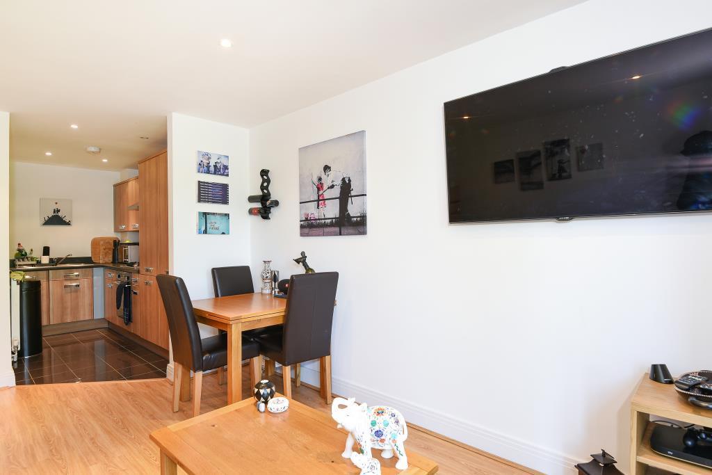 1 Bedroom Flat for sale in Old Woking, Surrey, GU22