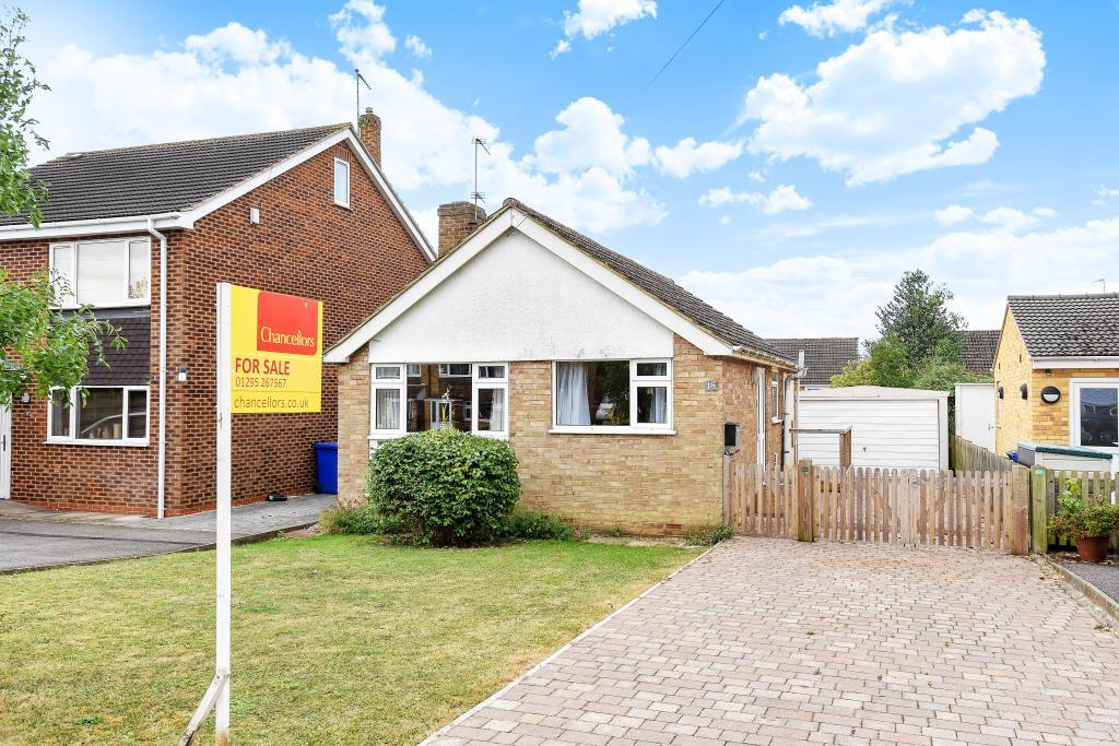 2 Bedrooms Detached Bungalow for sale in Horton Drive, Middleton Cheney, OX17