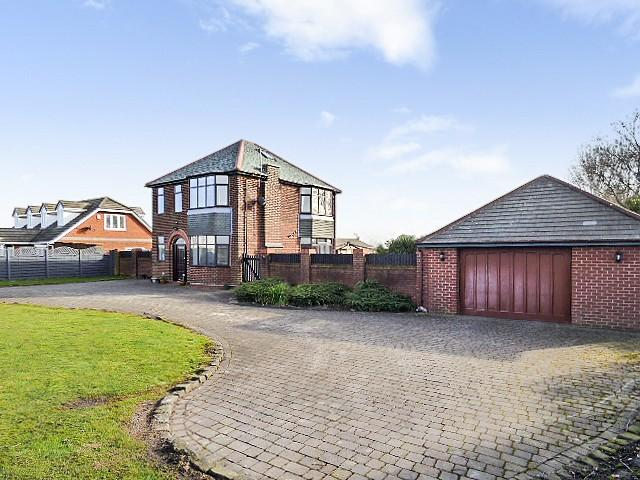 3 Bedrooms Detached House for sale in Croft, Warrington