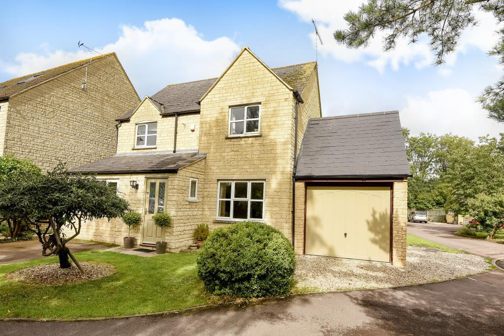 4 Bedrooms Detached House for sale in Chichester Place, Brize Norton, OX18