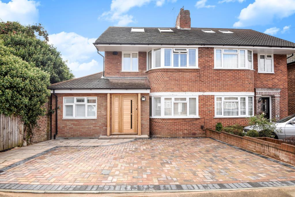 4 Bedrooms House for sale in Wychwood Close, Canons Park, HA8