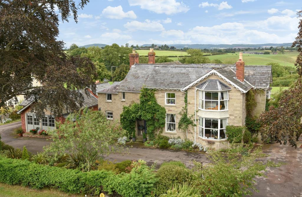 5 Bedrooms Detached House for sale in Clehonger, Herefordshire, HR2