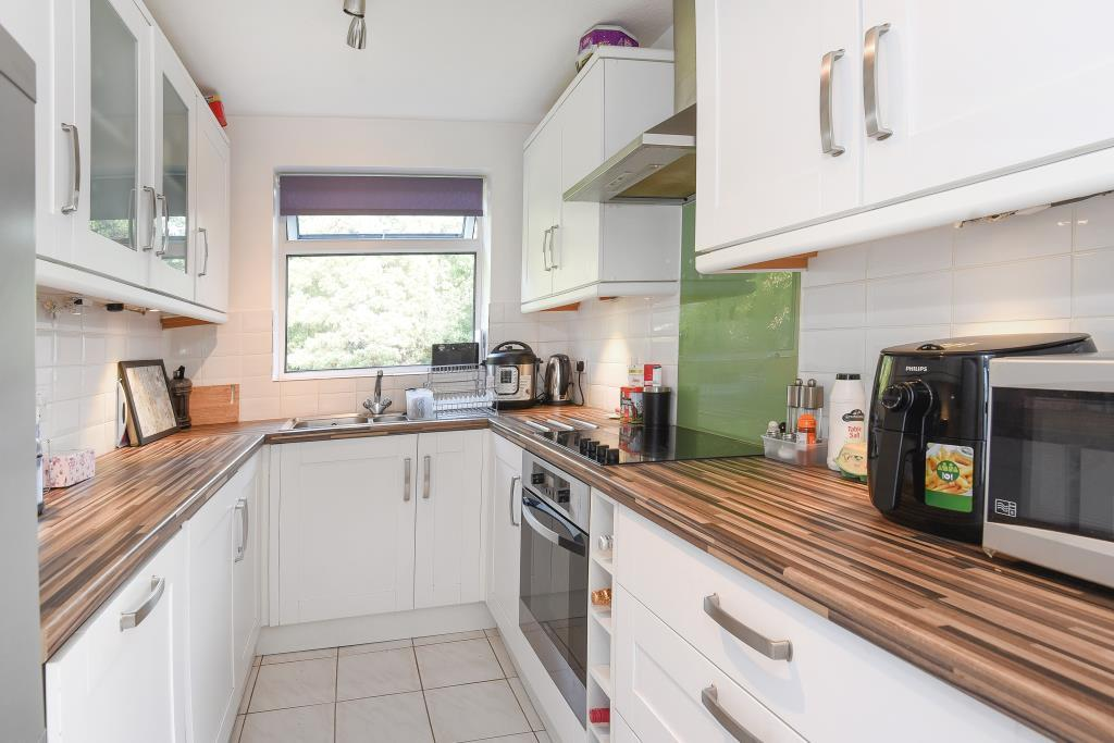 2 Bedrooms Flat for sale in Inglewood Court, Reading, RG30