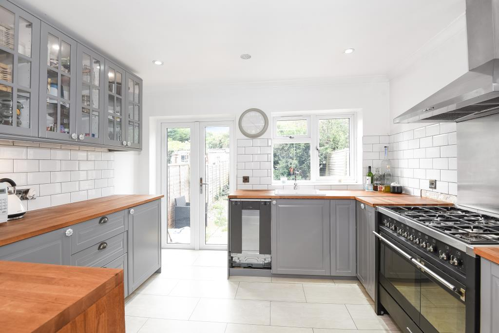 3 Bedrooms House for sale in Saxon Avenue, Feltham, TW13
