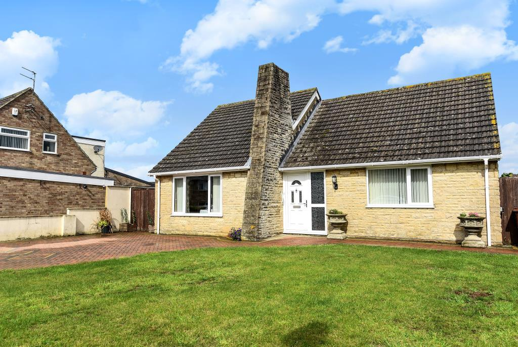 2 Bedrooms Detached Bungalow for sale in Kennedy Road, Bicester, OX26