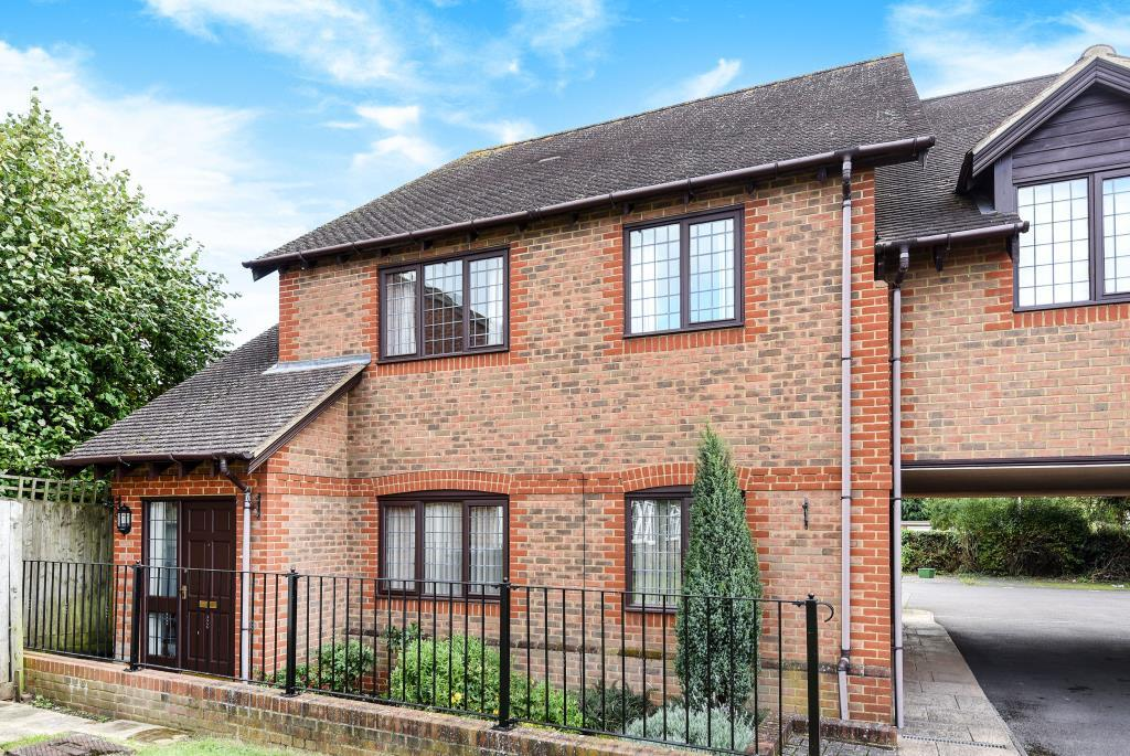 2 Bedrooms Flat for sale in Meadow Close, Thatcham, RG19