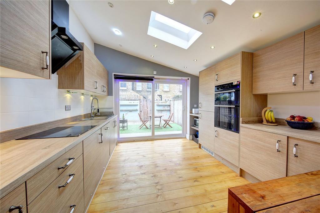 3 Bedrooms Detached House for sale in Stanley Gardens Road, Teddington, TW11