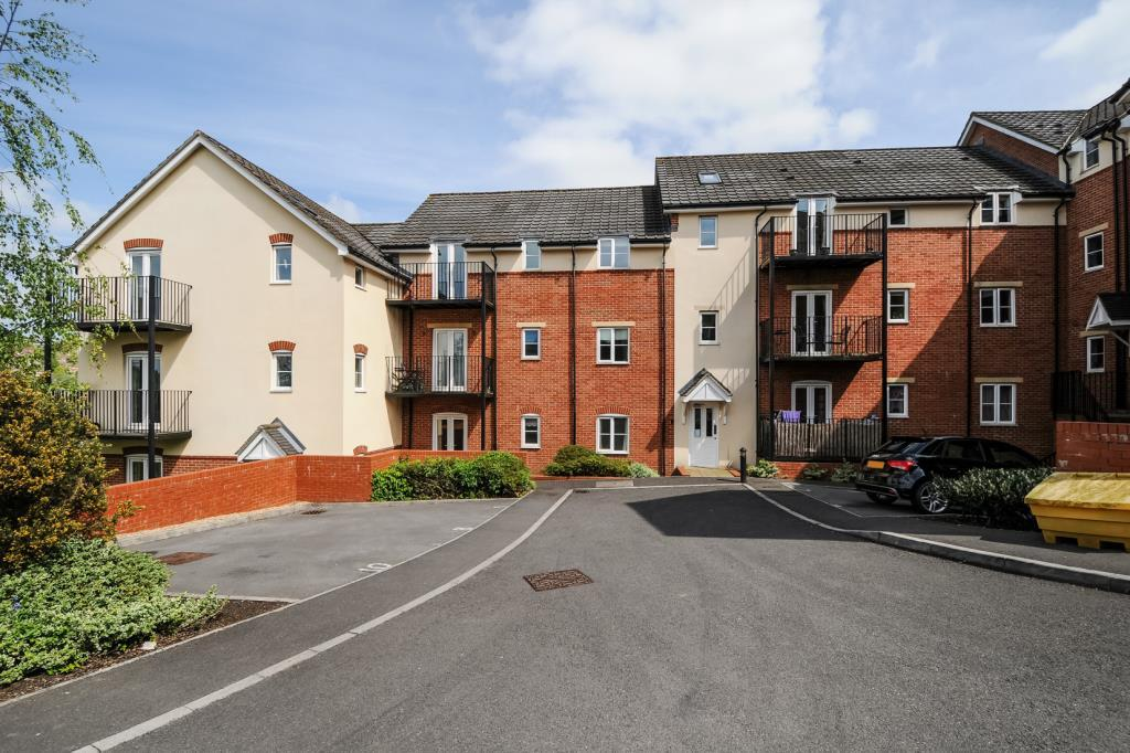 2 Bedrooms Flat for sale in High Wycombe, Buckinghamshire, HP12