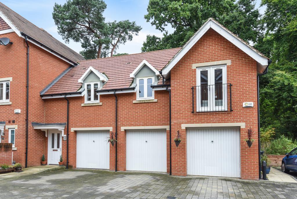 2 Bedrooms Maisonette Flat for sale in Woking, Surrey, GU22