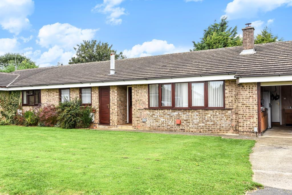 3 Bedrooms Bungalow for sale in Chaucer Close, Kings Meadow, OX26
