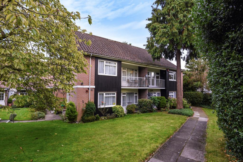 2 Bedrooms Maisonette Flat for sale in Hewett Close, Stanmore, HA7