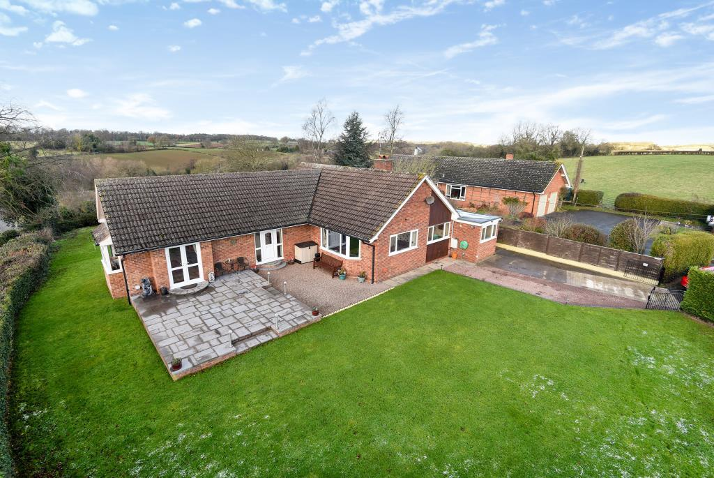 3 Bedrooms Detached Bungalow for sale in Kimbolton,, Herefordshire, HR6