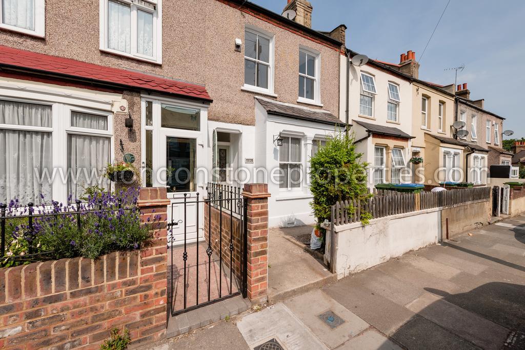 3 Bedrooms Flat for sale in Swingate Lane, Plumstead SE18