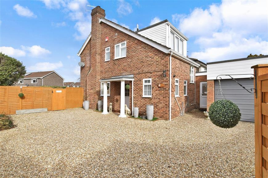 4 Bedrooms Detached House for sale in Southleigh Road, Havant, Hampshire