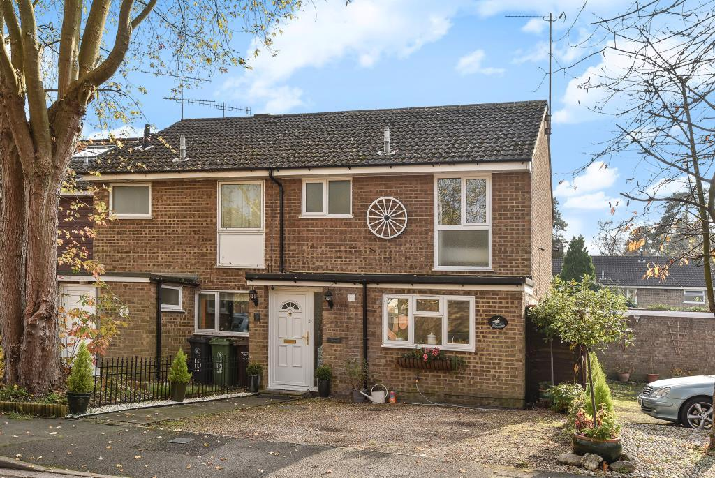 3 Bedrooms House for sale in Heatherside, Surrey, GU15