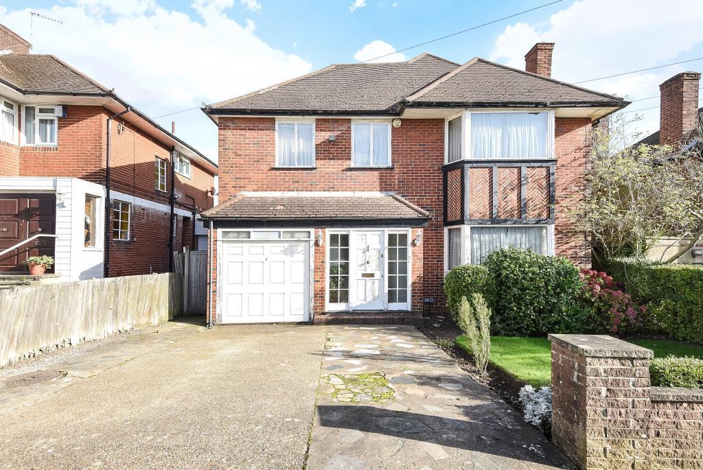 4 Bedrooms Detached House for sale in Edgwarebury Lane, Edgware, HA8