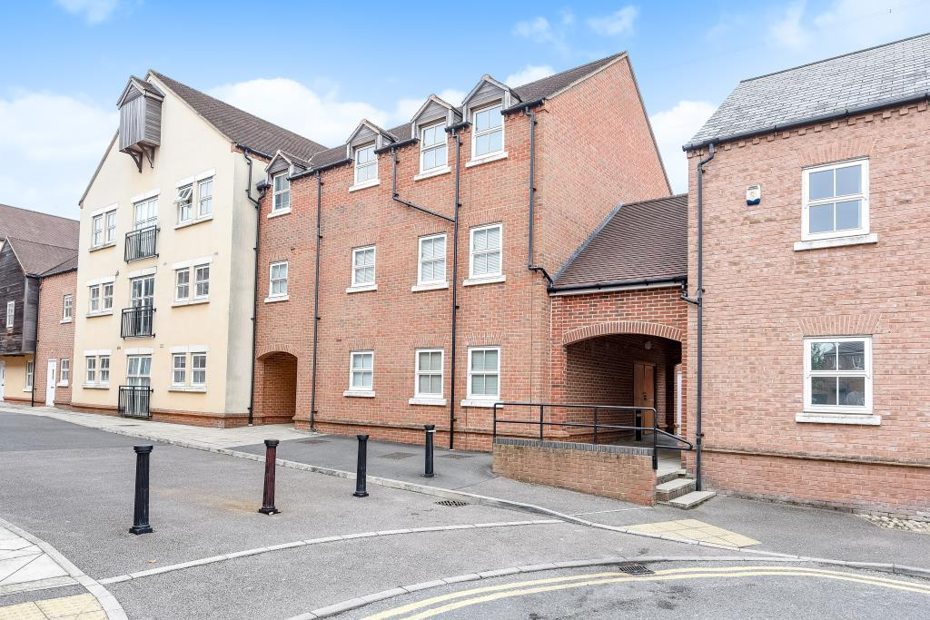 2 Bedrooms Flat for sale in Broka Court, Fairford Leys, HP19