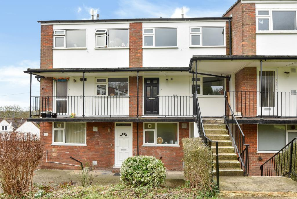 2 Bedrooms Maisonette Flat for sale in High Wycombe Town Centre, Buckinghamshire, HP13