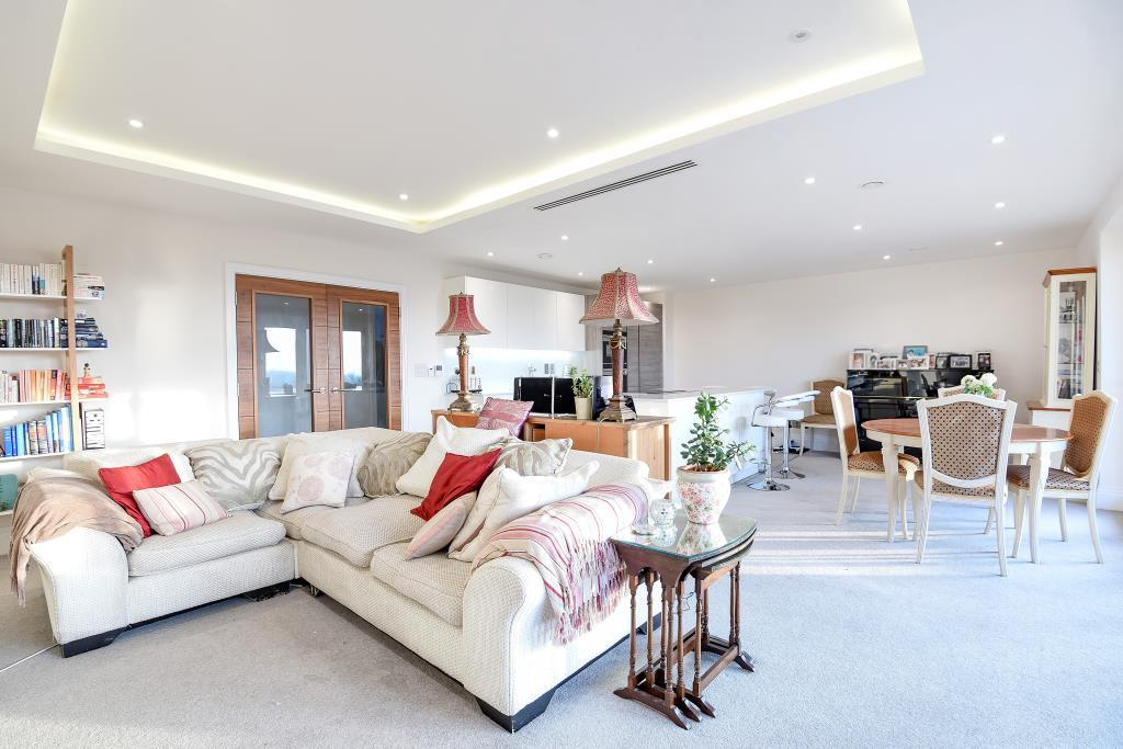 3 Bedrooms Flat for sale in Atwell Court, High Road, North Finchley, N12