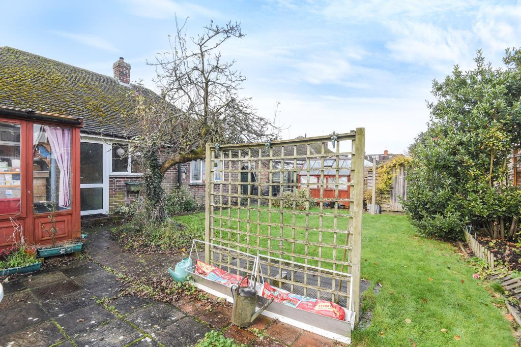 2 Bedrooms Detached Bungalow for sale in Wash Common, Newbury, RG14