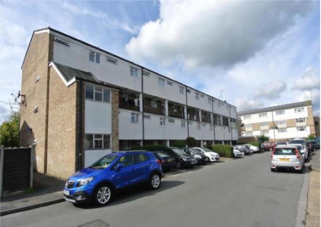 2 Bedrooms Flat for sale in Goldsworth Park, Woking, GU21